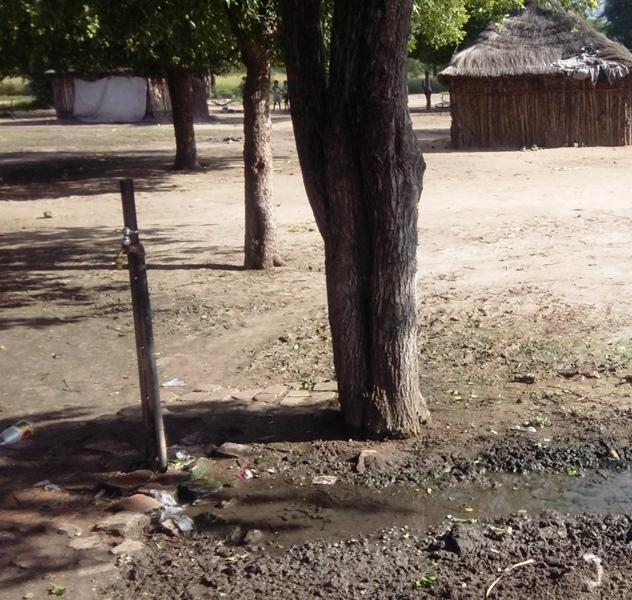 Wir haben in den letzten zwei Jahren etwa 10 Wasseranschlüsse in die Dörfer gelegt.