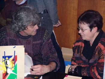 Gisi Hoffmann signiert seine Bücher während des 5. Benefizkonzertes am 30. Januar 2007 in der Landesvertretung Brandenburgs